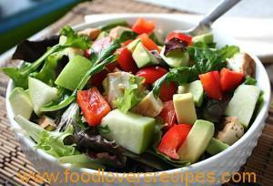 MIXED GREENS SALAD WITH AVOCADO, APPLES AND BAKED TOFU