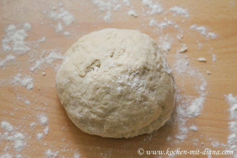 Grundrezept: Pizzateig/ Basic recipe: pizza dough