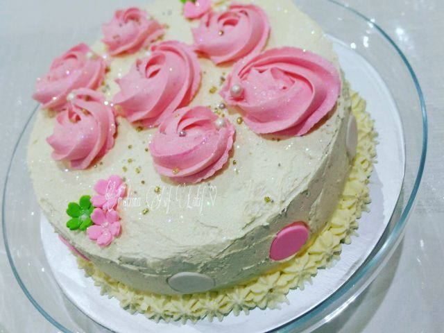 Sponge cake with a light fluffy buttercream