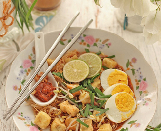 Mee siam / Singapore style rice vermicelli in spicy, sweet and sour light gravy