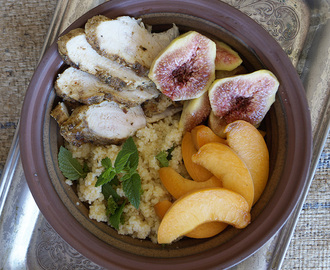 Couscous and chicken salad with figs and peaches