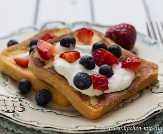Arme Ritter mit Beeren/ French toast with berries