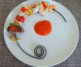 Brochettes de poissons au coulis de poivrons rouges (Fish Skewers red pepper coulis)