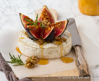 Gebackener Camembert mit Feigen und Honig/ Baked Camembert with figs and honey