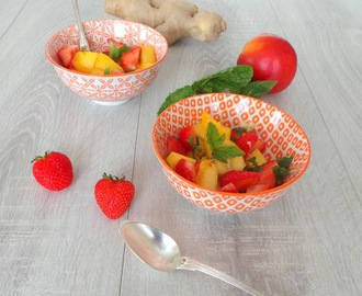 Salade de nectarines jaunes, fraises, menthe et gingembre (Salad of yellow nectarines, strawberries, mint and ginger)