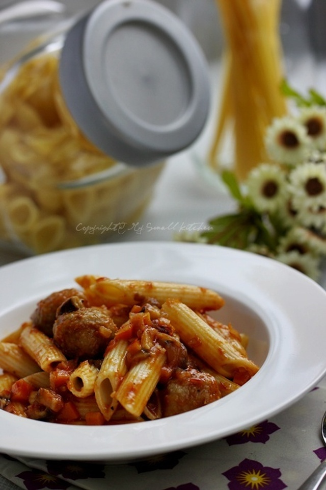 Pasta with Meatballs Sauce