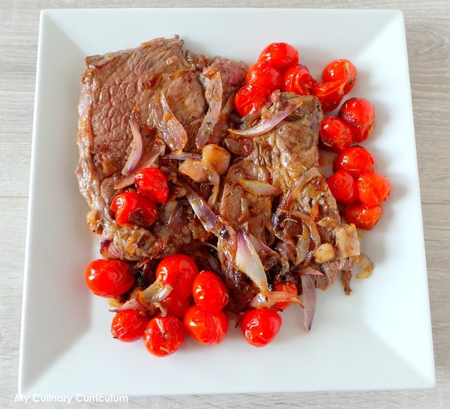 Basse côte de bœuf aux oignons, échalotes et tomates cerise (Low bone steak with onions, shallots and cherry tomatoes)