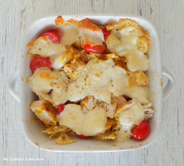 Gratin de pâtes au poulet, tomates, mozzarella et curry - spécial restes (Pasta gratin with chicken, tomatoes, mozzarella and curry - Special leftovers)