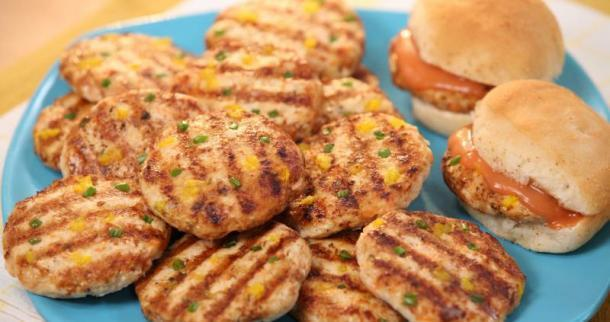 Pine-Chicken Burgers with Ketchup Sauce