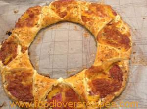SAVOURY PUFF PASTRY PIZZA RING