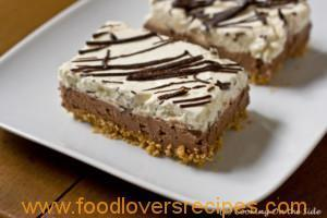 CHOCOLATE-LAYERED NO-BAKE CHEESECAKE BARS