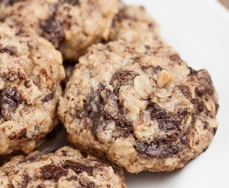 Thick 'n Chewy Oatmeal Dark Chocolate Cookies