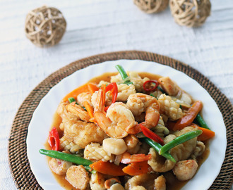 Thai Style Stir Fried Seafood (Pad Ka Prao Talay)