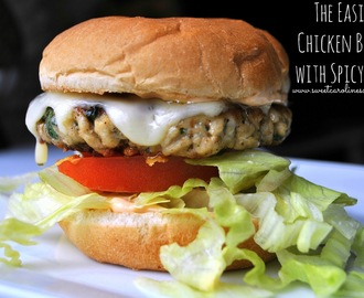 The Easiest Chicken Burger with Spicy Mayo (Burger de Frango com Maionese Picante Super Fácil)