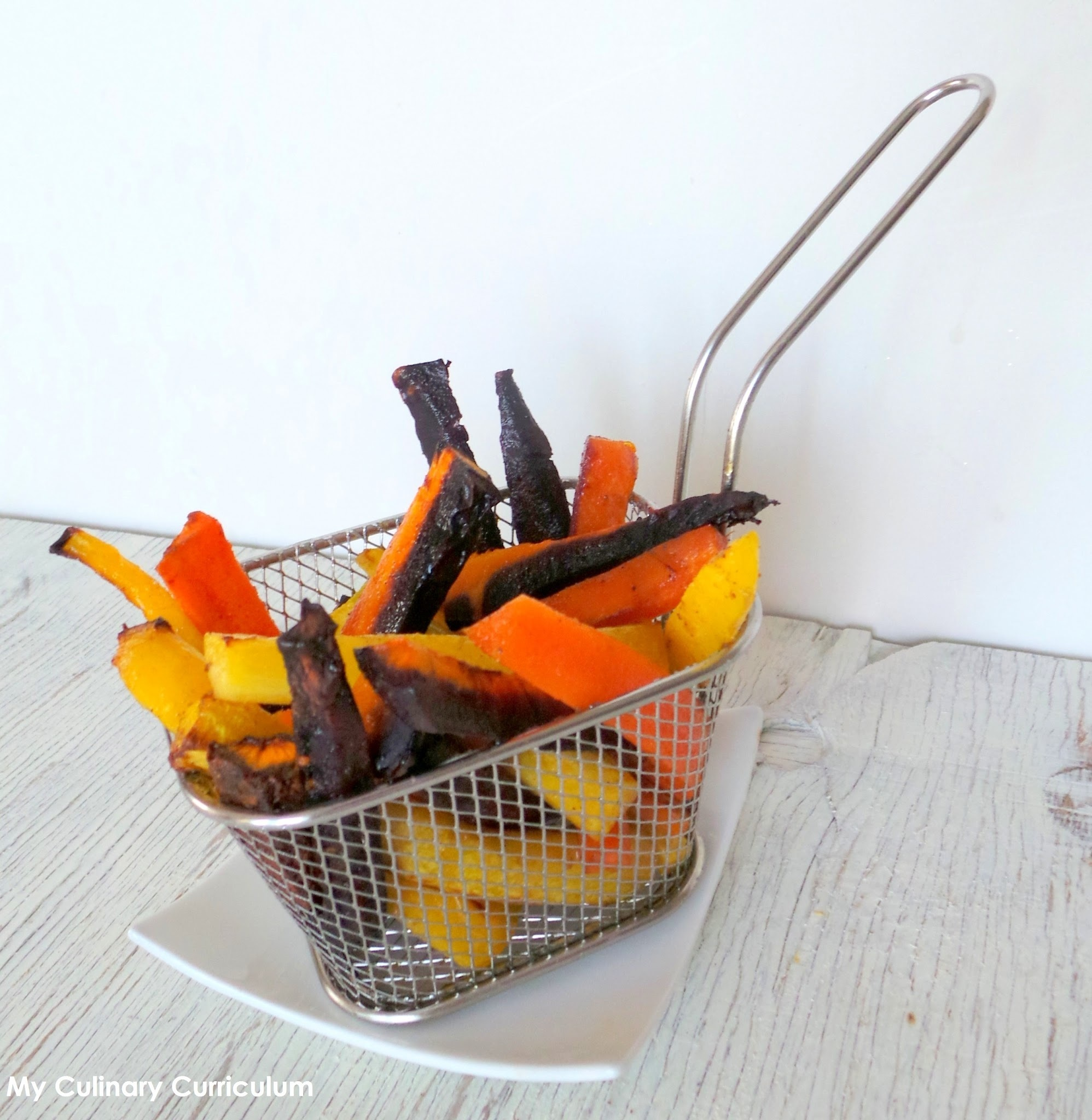 Frites de carottes multicolores au cumin (cuites au four) (Multicolored carrots French fries with cumin (oven baked)