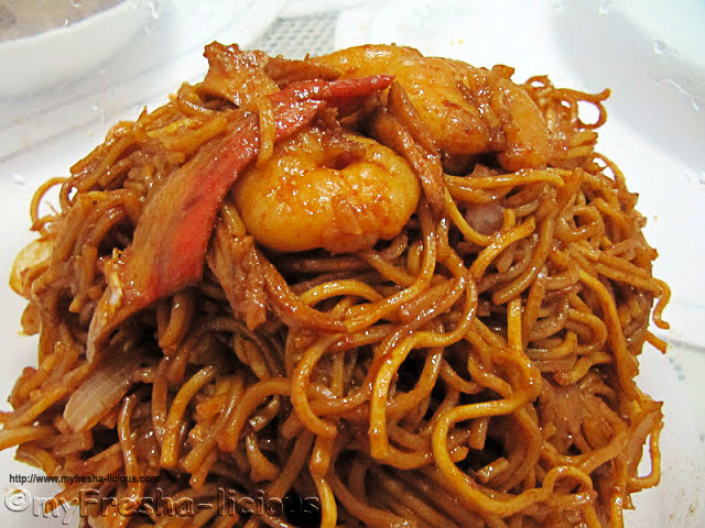 Spicy Fried Noodles (Mee Goreng - Almost)