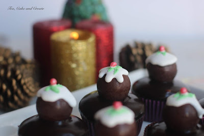 Christmas Pudding Decorated Chocolates
