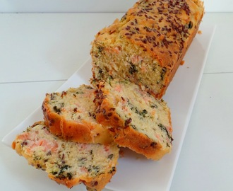 Cake au saumon fumé, graines de lin et persil (Cake with smoked salmon, flax seeds and parsley)