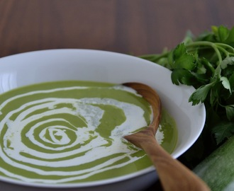 Simple comme le velouté de courgettes et persil plat de Colours Kitchen