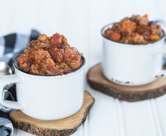 Slow Cooker Quinoa and Sweet Potato Chili {Gluten-Free, Vegan}