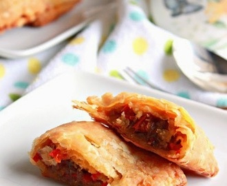 Vegetable Puff ( Capsicum And Onion Filling )