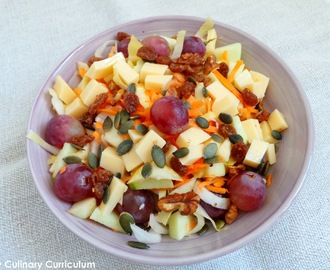 Salade d'automne carottes, pommes, raisins, endives et emmental (Fall salad with carrots, apples, grapes, chicory and emmental)
