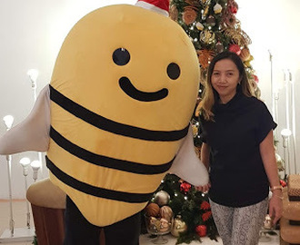 A Happy Bee While Christmas Shopping with honestbee