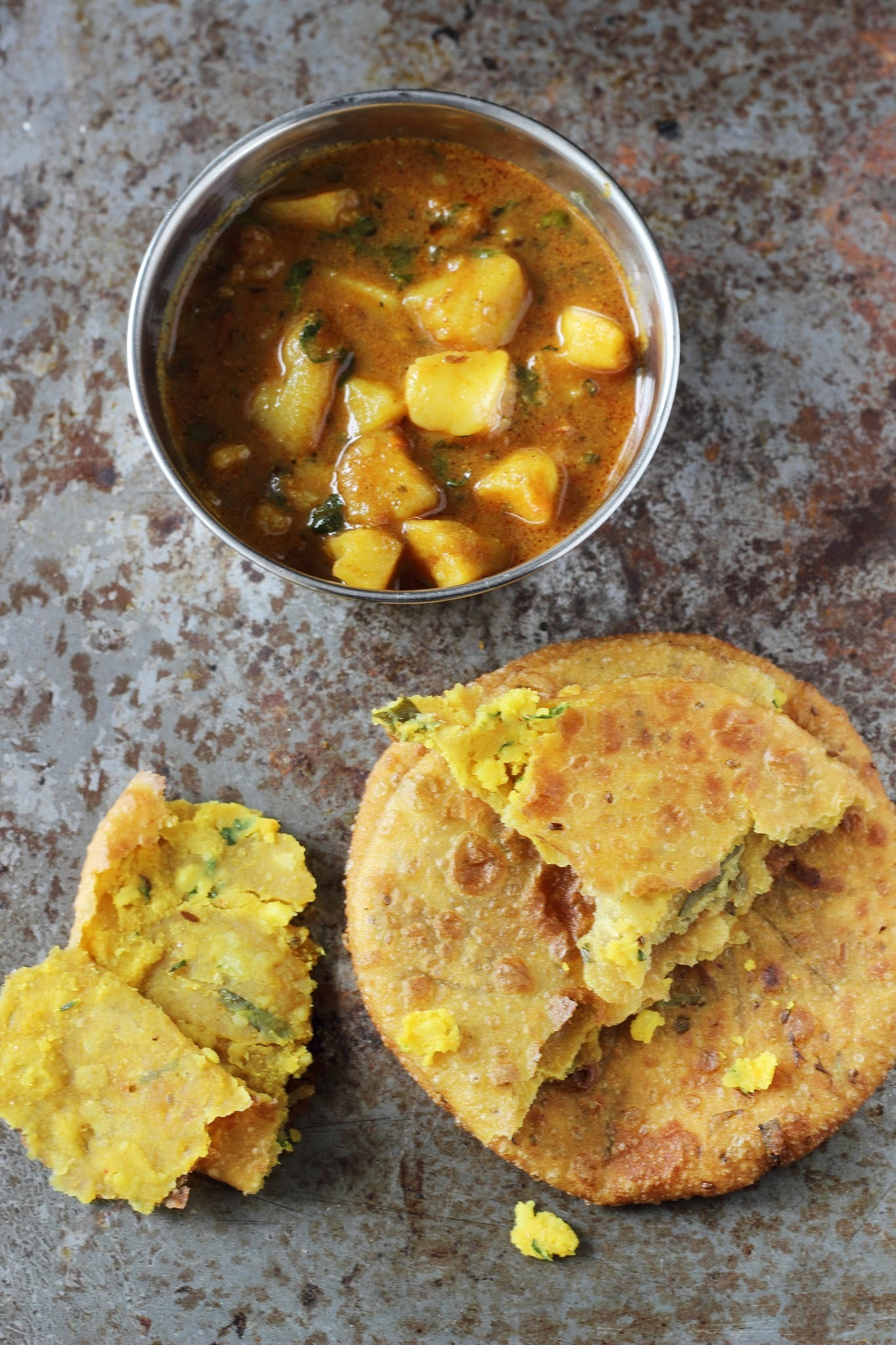 Urad Dal Kachori: UP Vali Kachori: Aloo Ki Subji And Kachori