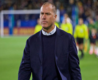 El venezolano Giovanni Savarese contra el argentino Martinó en la final de la Major League Soccer