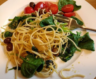 Lemon and artichoke spaghetti with spinach