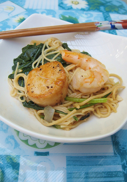 Scallops, Shrimps, Kale Noodles 海鲜 (虾,带子)面