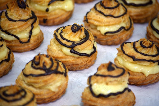 SOES VLA KEJU  (Choux Pastry with Cheese Vla Filling)
