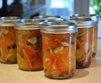 Atchara (Pickled Green Papaya in Vinegar)