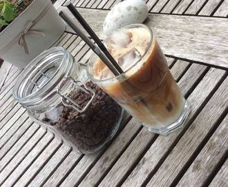Iced coconut latté