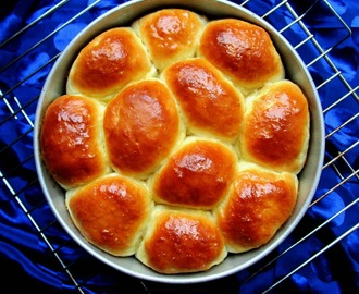 Bread Rolls/ Fresh Bread Rolls/Eggless bread rolls/ Soft Bread Rolls/ Dinner Rolls/ Pav Buns