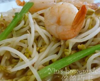Stir-fry Bean Sprouts with Prawn cutlets 豆芽炒虾球