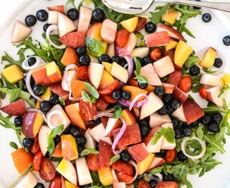 PEACH & BLUEBERRY SALAD W/ GINGER DRESSING (paleo friendly)