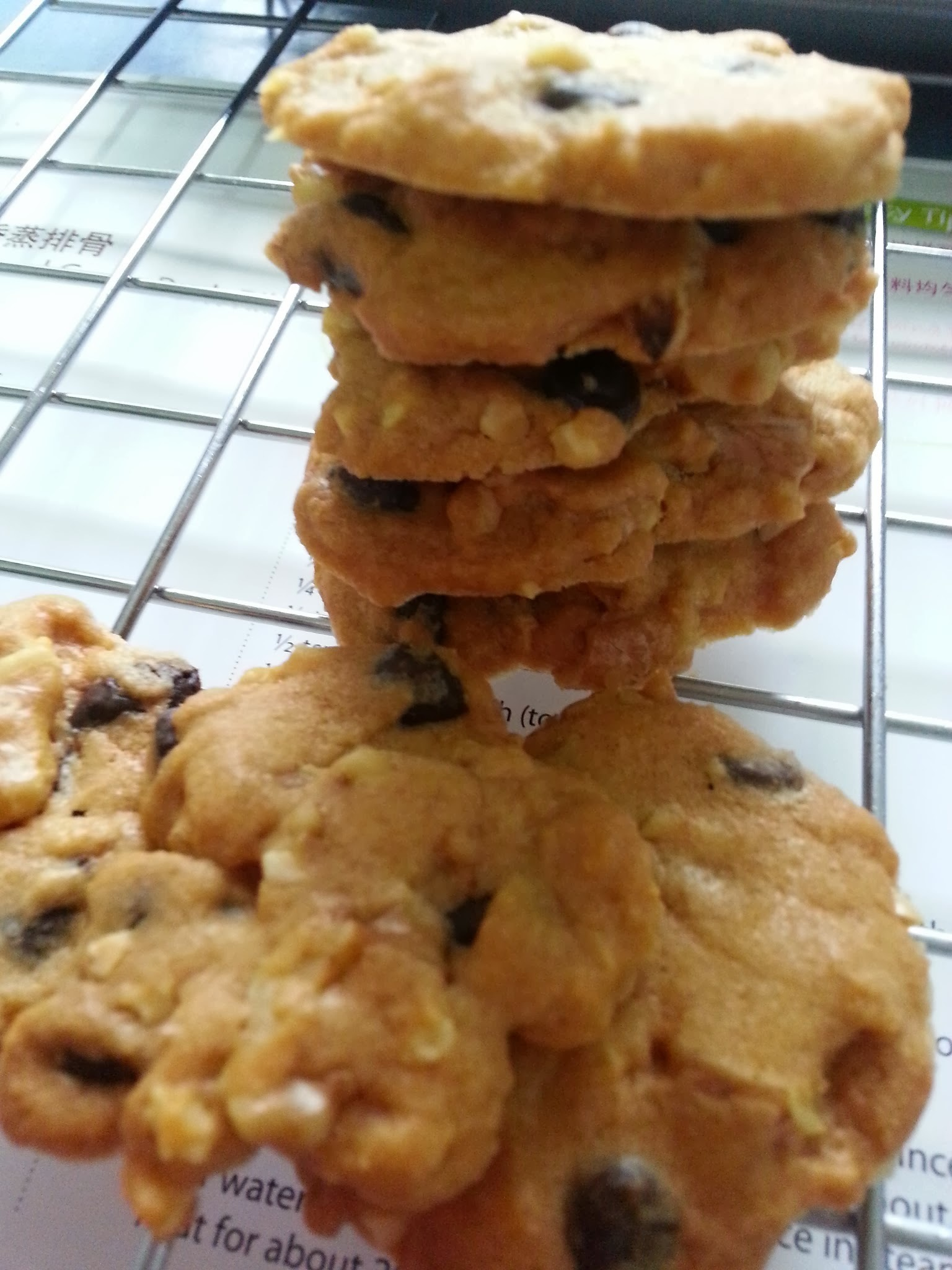 Famous Amos Chocolate Chip Walnut Almond Cookies 巧克力胡桃杏仁饼干