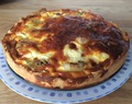 Quiche with ham, leek, mushroom and cheese
