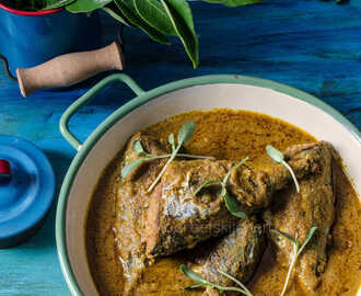 Ayala Meen Kuzhambu / Fish & Methi Leaves Curry - South Indian Style