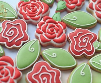 SIMPLE ROSE COOKIES IN 2 DESIGNS - How to make beautiful roses cookie tutorial