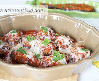Meatballs With Tomato Sauce And Melted Cheese