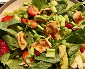 Haloumi, avocado and strawberry salad