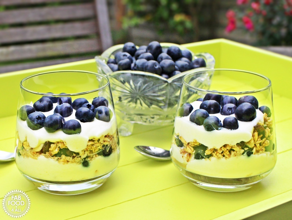 Blueberry Breakfast Parfait with Greek Yogurt & Lemon Curd – quick & delicious!
