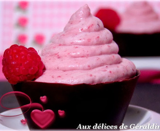 Coupelle chocolat et sa mousse framboise surprise.