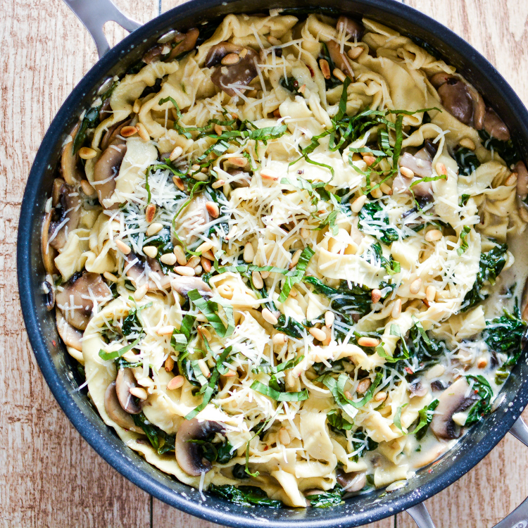 Mushroom and Spinach Pappardelle Pasta with White Wine Cream Sauce