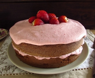 Chocolate cake with strawberry cream | Food From Portugal