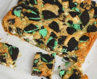 Mint cookies and cream blondies