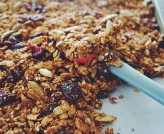 Healthy Ginger and Cinnamon Spiced Granola