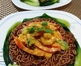 Lemongrass Tomato Curry Prawns on Crispy Noodles